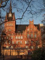 Rathaus Steglitz, Berlin, in der unmittelbaren Umgebung des Venenzentrum Steglitz, spezialisiert auf Venen-Laser und Radiowellentherapie